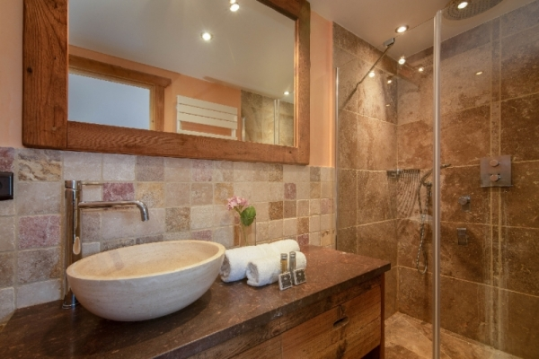 Ensuite bathroom with shower and washbasin