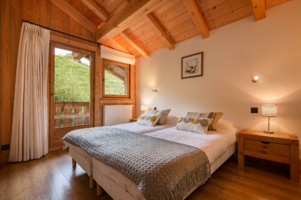 Second bedroom with two singe beds