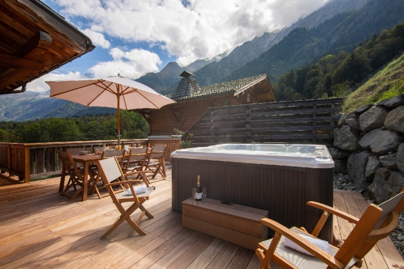 Terrace-with-hot-tub